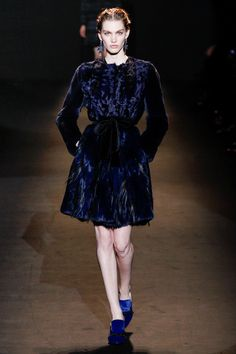 Alberta Ferretti Fall 2013 Ready-to-Wear Fashion Show - Sasha Luss