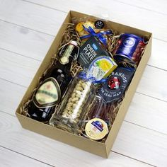 Пивной подарочный набор собранный специально, что бы порадовать своего мужчину, чем то, что он действительно любит .... Creative Gift Wrapping, Creative Gifts, Cool Gifts, Diy Gifts, Ideas Decoracion Cumpleaños, Beer Basket, Birthday Hampers, Gift Baskets For Him, Scrabble Wall Art