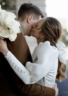 «Modern Classic»: лаконичная свадьба в ресторане - Weddywood Wedding Photoshoot, Wedding Pics, Wedding Styles, Dream Wedding, Wedding Photography Poses, Couple Photography, Civil Wedding, Wedding Mood Board, Wedding Photo Inspiration
