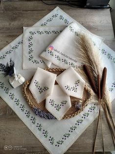 Cross Stitch Books, Cross Stitch Flowers, Cross Stitch Charts, Cross Stitch Designs, Long And Short Stitch, Romantic Gestures, Crewel Embroidery, Bargello, Handicraft