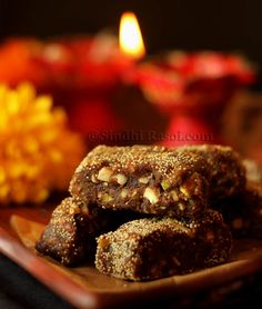 Dried figs, dates and nuts barfi, coated with poppy seeds Indian Desserts, Indian Sweets, Easy Desserts, Asian Recipes, My Recipes, Burfi Recipe, Roasted Nuts, Dried Figs, Clarified Butter
