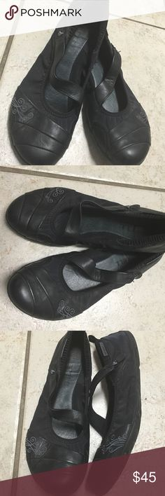 Merrell ballet flat shoes size 8.5 Looks great just has some gentle used. Merrell Shoes Flats & Loafers