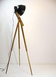 Stativ-Stehlampe-Dreifuss-Stehleuchte-Industrie-Vintage-Stil-70-er