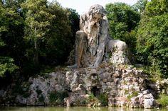 Entdeckt die Schönheit der Medici-Gärten in der #Toskana! Einfach atemberaubend: Die Villa Medici di Pratolino (Vaglia/Florenz) mit der gigantischen Statue des Appenin, die von innen begehbar ist.  #ILikeItaly #EntdeckeItalien #enit #lagrandebellezza #visittuscany Italia.it