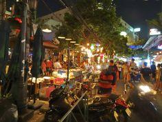 Die Khao San Road in Bangkok ist das Mekka für Backpacker und Individualreisende aus aller Welt.  Hier erfährst du alles was du über diese wunderbare Straße in Bangkok wissen musst:  http://flashpacking4life.de/khao-san-road-bangkok-eine-eigene-welt/
