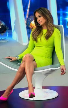 dont like jennifer lopez but love the color combo ...XoXo hot pink and lime green!