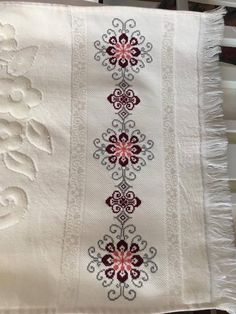 1 million+ Stunning Free Images to Use Anywhere Cross Stitch Borders, Cross Stitch Designs, Cross Stitch Patterns, Beading Patterns, Embroidery Patterns, Kawaii Cross Stitch, Palestinian Embroidery, Free To Use Images, Granny Square Crochet Pattern