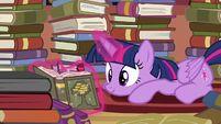 Twilight Sparkle reading S4E09.png (777 KB)