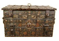 Actual Treasure Chest belonging to Pirate Thomas Tew of Rhode Island. The chest weighs 150 lbs by itself, late 1600's. This chest is housed in a museum in Florida today.