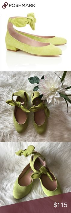 CARVEN Green Suede Bow Strap Ballerinas sz 39 In excellent condition suede ballet flats with removable bow by CARVEN.  Beautiful color! Exceptional quality. Size 39. Carven Shoes Flats & Loafers