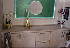 O rozeta poate fi folosita si ca obiect de arta pentru a decora o parte a peretelui, nu numai pentru tavan! Single Vanity, Vanity, Bathroom Vanity