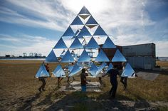 creating geometric mirror/paper sculptures outdoors // tomas saraceno's solar bell floating sculpture takes flight