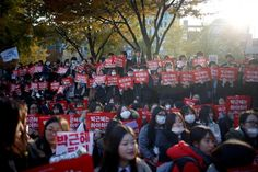 Students take part in a rally calling for President Park Geun-hye to step down in central Seoul, South Korea, November 12, 2016. The banner reads ''Step down Park Geun-hye''.    REUTERS/Kim Hong-Ji