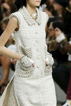Chanel RTW SS 2014  #ChanelArt #SpringSummer2014 Visit espritdegabrielle.com | L'héritage de Coco Chanel #espritdegabrielle