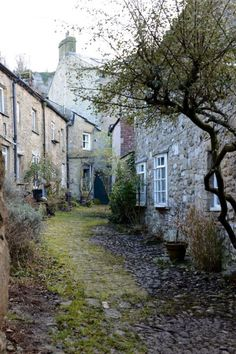settle, north yorkshire, england | villages and towns in the united kingdom + travel destinations #wanderlust