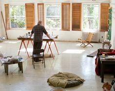 """""""Mein Studio befindet sich in der obersten Etage meines Wohnhauses in SoHo, New York. Es gibt dort eine Menge Freiraum, viel Licht und es ist irgendwie cool. Bevor ich einzog, war es bereits ein Maler-Atelier, also passt es gut zu mir."""" – Dick Page, Artistic Director Shiseido Makeup"""