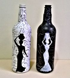 Painting Glass Jars, Painted Glass Bottles, Glass Painting Designs, Pottery Painting Designs, Bottle Painting, Glass Art, Decorated Bottles, Wine Bottle Art, Glass Bottle Crafts