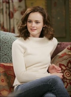 Various photoshoots of the beautiful-gorgeous-stunning Alexis Bledel. We miss the 'Gilmore Girls' so much. Alexis Bledel, Rory Gilmore Style, Lorelai Gilmore, Rory Gilmore Hair, Gilmore Girls Fashion, Glimore Girls, Lauren Graham, Stars Hollow, Marie