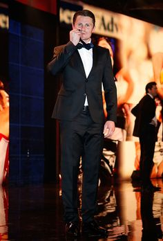 Patrick Dangerfield of the Cats poses onstage after winning the 2016 Brownlow Medal during the 2016 Brownlow Medal Count at the Crown Palladium on. Australian Football League, Sad Cat, F2 Savannah Cat, Cat Pose, Cat Aesthetic, Fluffy Cat, Cat Facts, Cat Health, Grumpy Cat