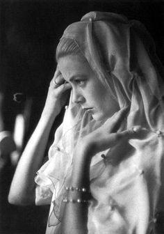Stunning Princess Grace Kelly.