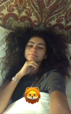 The Gifts that Keeps On bouncing Early morning BooBers be a bouncing Desenho Harry Styles, Happy Smiley Face, Natural Braided Hairstyles, Zendaya Style, Zendaya Coleman, Pretty People, Real People, Woman Crush, Me As A Girlfriend