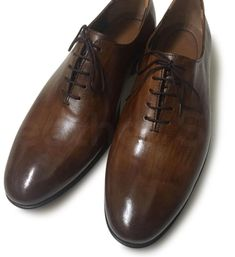 Check out Men's Footwear & Leather Boots By leather skin shop found out the Latest style and for quality leather, Shop Your favorite leather jackets and save big. Brown Leather Shoes, Handmade Leather Shoes, Leather Skin, Dark Brown Leather, Derby Shoes, Formal Shoes, Fashion Boots, Dark Wood, Men