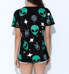 Find it here: https://ecolo-luca.com/products/fashion-alien-printed-t-shirt