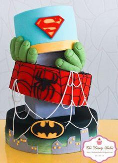 Tarta inspirada en los superhéroes Batman, Spider-man, Hulk y Superman.
