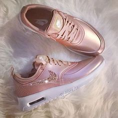 Nike Air Max Thea Womens Rose Gold Trainers with Swarovski Cute Shoes, Me Too Shoes, Women's Shoes, Shoe Boots, Shoe Bag, Pink Shoes, Rose Gold Nike Shoes, Shoes Style, Shoes Men