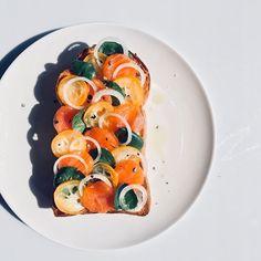 やまださんのお料理サーモンと金柑のオープンサンド #snapdish #foodstagram #instafood #homemade #cooking #foodphotography #instayummy #料理 #おうちごはん #テーブルコーディネート #器 #暮らし #サーモン #金柑 #キンカン #オープンサンド #sandwich #サンドイッチ https://snapdish.co/d/1u5fma