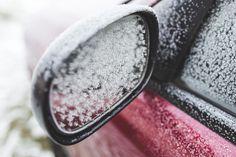 Das Enteisen und Eiskratzen der Autoscheiben zählt zu den weniger vergnüglichen Hobbies und Beschäftigungen der Deutschen. - Foto: pixabay.com/kaboompics/CCO