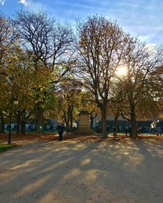 Did I already mention how much I love Paris in the Fall?…(2) (à Place des Vosges)