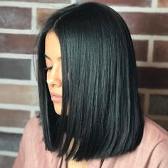 Blunt Haircuts That Are Shear Perfection This blunt haircut is serious hair goals.This blunt haircut is serious hair goals. Medium Hair Cuts, Medium Hair Styles, Curly Hair Styles, Blunt Haircut Medium, Blunt Bob Medium, Medium Straight Hairstyles, Hair Cut Styles, Long Blunt Bob, Short Straight Haircut
