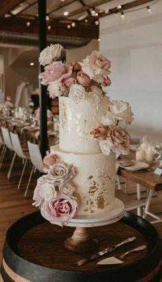 Warm neutrals and blush tones set the right tone for romance as we travel to Australia's coast. See more of our latest Isabella on her wedding day! Blush Wedding Cakes, Big Wedding Cakes, Dessert Bar Wedding, Rose Wedding Bouquet, Wedding Cakes With Cupcakes, Wedding Cake Designs, Our Wedding, Dream Wedding, 75 Birthday Cake