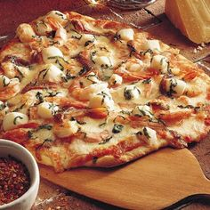 active dry yeast ½c warm water to to flour oil ½tsp salt ¼tesp sugar shrimp, in shells pizza sauce shredded mozzarella oz) ½c shredded provolone oz) fillets in oil ½lb bay scallops ½c chopped basil leaves ½tsp pepper garlic, chopped Seafood Pizza, Seafood Dishes, Fish And Seafood, Seafood Recipes, Pizza Pizza, Pizza Calzones, Shrimp Pizza, Seafood Meals, Seafood Paella