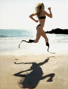 Inspirational Photo - Aimee Mullins, actress, model, athlete, and double amputee running with woven carbon-fiber prostheses model after cheetah legs Fitness Motivation, Running Motivation, Exercise Motivation, Daily Motivation, Prosthetic Leg, Jolie Photo, L'oréal Paris, Fitspiration, Amazing Women