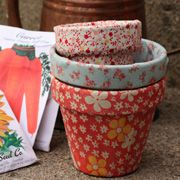 fabric covered flower pots-way cute. I bet you could use scrapbook paper and modge podge too!