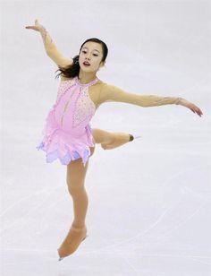 女子SPで演技する本田真凛 =バルセロナ(共同)