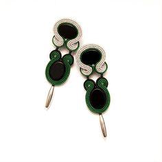 Γεια, βρήκα αυτή την καταπληκτική ανάρτηση στο Etsy στο https://www.etsy.com/listing/211247035/bottle-green-black-silver-earrings-stud