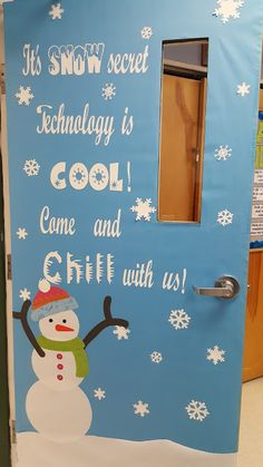 A Techy Teacher with a Cricut: Winter Snowman Themed Computer Lab Door or Bulletin Board
