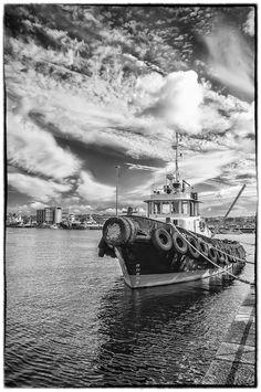 Remolcador atracado en el puerto de Ferrol