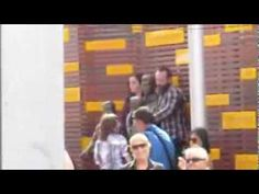 Barry Gibb (Bee Gees) & family in Redcliffe (Australia) - YouTube