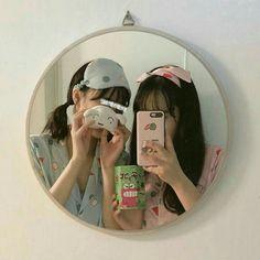 Y/n + y/n's bff Korean Girl Cute, Korean Girl Ulzzang, Ulzzang Couple, Couple Girls, Bff Girls, Best Friend Pictures, Bff Pictures, Friend Photos, Foto Best Friend