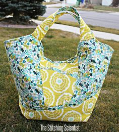 Sewing Bags Free Sewing Pattern: Carnaby Carry All Bag Pattern Bag Patterns To Sew, Sewing Patterns Free, Sewing Tutorials, Free Pattern, Free Sewing, Bag Tutorials, Sewing Projects, Craft Patterns, Diy Tote Bag