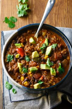 Check out these best vegan chili recipes from around the web. Instant pot vegan chilis, chili sin carne recipes, and more! Check out these best vegan chili recipes from around the web. Instant pot vegan chilis, chili sin carne recipes, and more! Chili Recipes, Soup Recipes, Vegetarian Recipes, Dinner Recipes, Healthy Recipes, Vegan Vegetarian, Potluck Recipes, Vegan Soup, Recipes