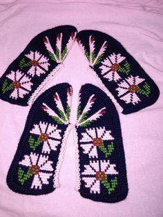 Moda Emo, Tunisian Crochet, Baby Knitting Patterns, Slippers, Socks, Flowers, Simple Eye Makeup, Hairstyle Man, Amigurumi