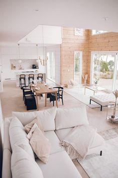 Inspiration for a modern log house - Honka Modern Cabin Interior, Interior Design, Modern Cabin Decor, Design Design, Modern Log Cabins, Casa Loft, Log Home Interiors, Dream House Exterior, House Rooms