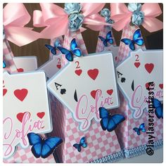 15 ideas baby shower cake pops alice in wonderland Alice In Wonderland Pictures, Alice In Wonderland Birthday, Baby Shower Cupcake Toppers, Baby Shower Cake Pops, Pink Dessert Tables, Princess Alice, Best Baby Shower Gifts, Party In A Box, 1st Birthdays