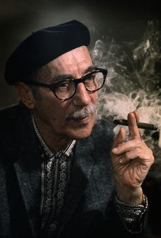 themarxbrotherssource:    Groucho and his cigar, a very thoughtful picture I think.