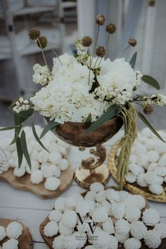 Keep in theme by coordinating your candy bar to the decorations, like this white and gold detailed combo accompanied by white flowers! Double tap for more wedding candy bar ideas! Photo by